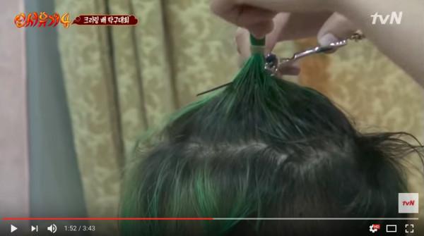 ▲▼輸球就把頭髮剃掉! WINNER宋旻浩看到跪地崩潰。(圖/翻攝自tvN)