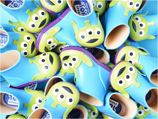 雨天穿這雙萌炸!迪士尼雨鞋讓你不必濕答答還能減齡(圖/翻攝自dianashoes)