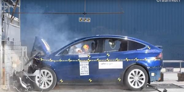 怎麼撞就是五顆星!特斯拉Model X榮獲美國「最安全SUV」殊榮(圖/翻攝自NHYSA)