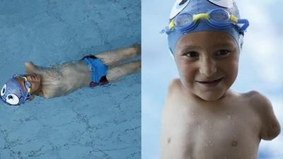 仰式快到不科學!6歲「無臂男童」泳賽奪冠...家貧到泳褲都教練給