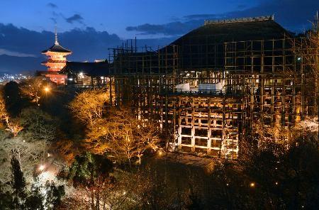 清水寺清水舞台整修。(圖/翻攝自神戶新聞)