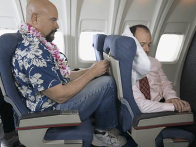 飛機位置擠得好痛苦?「一鍵解鎖秘密空間」讓你坐得比別人爽