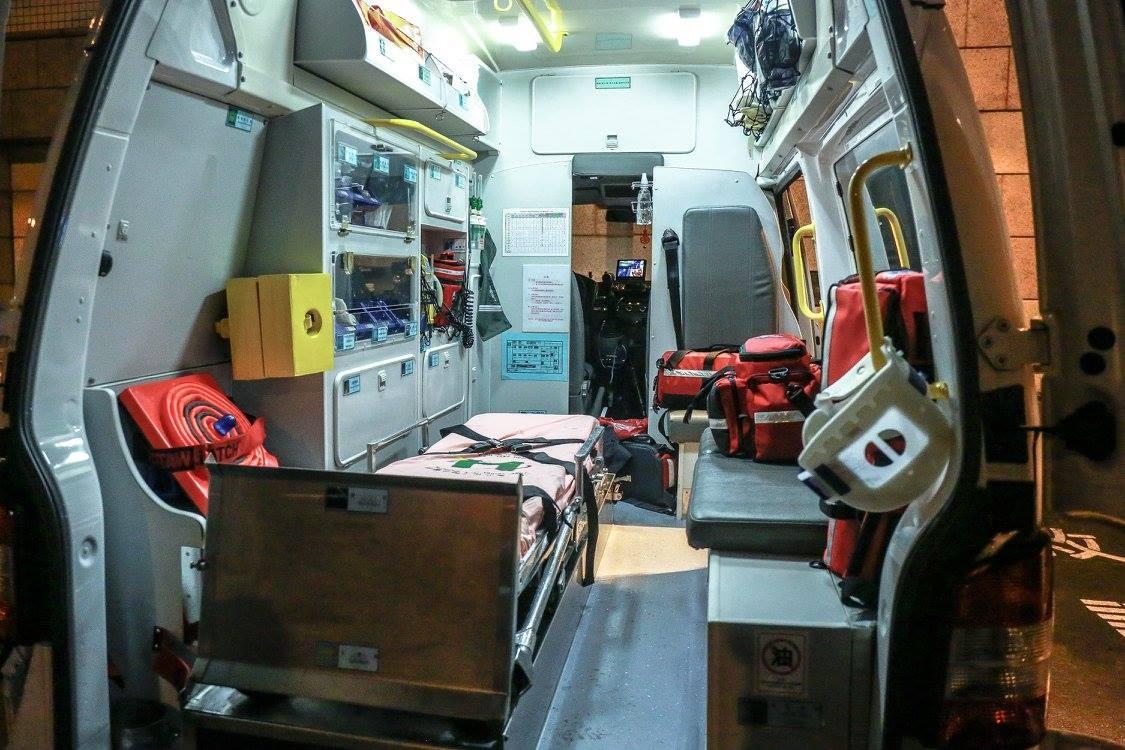 ▲▼ 救護車,救護車設備,攜帶型電擊器,急救包。(圖/記者周宸亘攝)