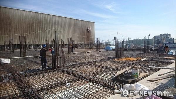 ▲觀音3大工業區一大堆工廠,而且還加緊擴廠興建中。(圖/記者楊熾興攝)