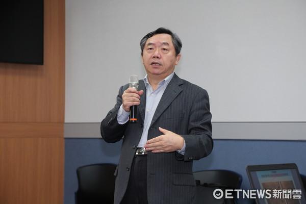 國民黨行管會主委邱大展召開記者會。(圖/記者徐政璿攝)