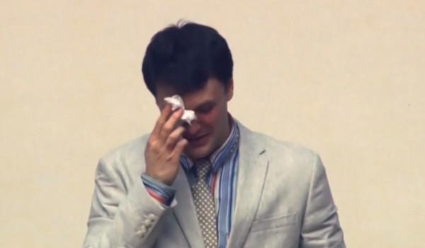 ▲▼ 瓦姆比爾取年受審時,哭著哀求北韓寬恕他。(圖/路透社)