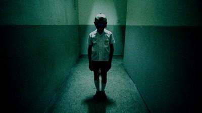 【小檸檬】感應燈沒人也在閃?新訓菜兵上廁所…聽見小孩笑