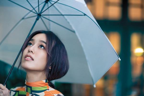 揮別了時尚的伸展台,陳庭妮走進了戲劇裡頭,甘之如飴。
