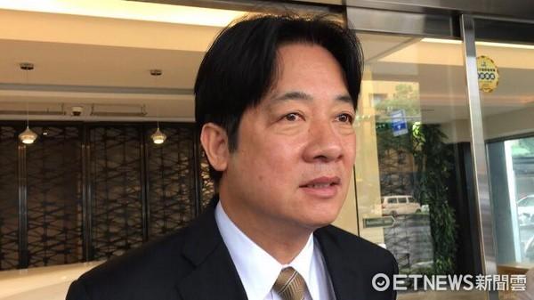 ▲▼台南市長賴清德、齊柏林父母走出靈堂。(圖/記者林映妤攝)