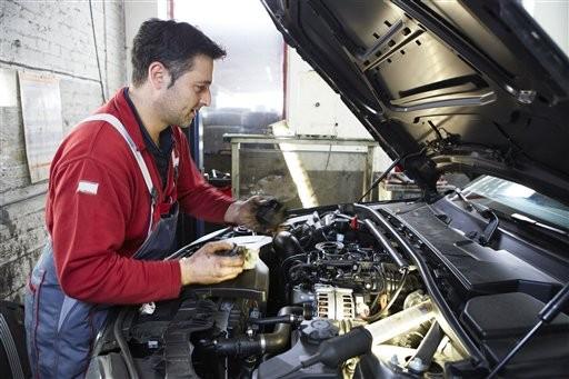 機油也是門大學問 隨意亂加,小心引擎整組「壞了了」(圖/達志影像提供)