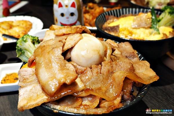 開丼 燒肉vs丼飯。(圖/爆肝護士提供)