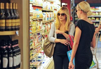 【小檸檬】貴婦超市日扔「兩噸半」鮮食 工讀生:上等肉直送回收車