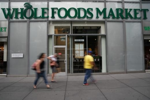 ▲▼亞馬遜宣布斥資137億美元收購高檔有機雜貨連鎖業者「全食超市」。(圖/路透社)