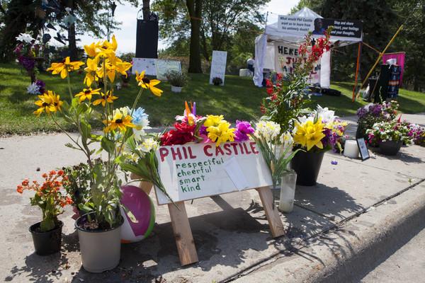 ▲▼射殺非裔美國人Philando Castile的警察被判無罪,民眾抗議。(圖/美聯社)