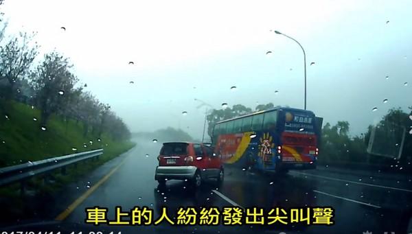 暴雨上國道遇「水漂」怎辦 國道警提醒這3件事「不要!」(圖/翻攝自國道公路警察局臉書)