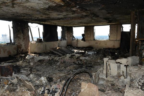 ▲英國倫敦「格倫菲塔(Grenfell Tower)」公寓大火。(圖/路透社)