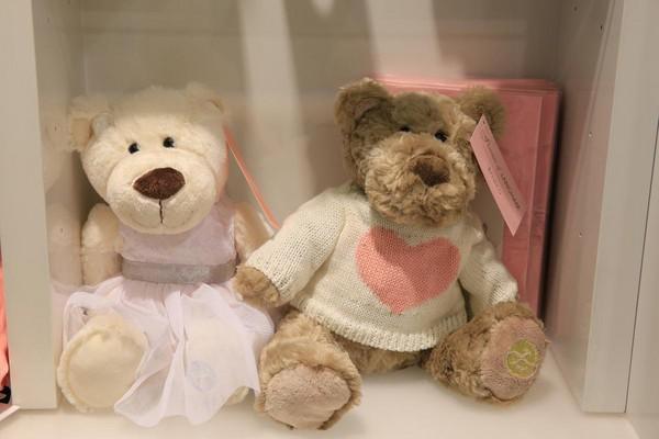 這對羅蜜歐與茱麗葉,表情相當無辜。(澳幣45元/個,約新台幣1,040元)