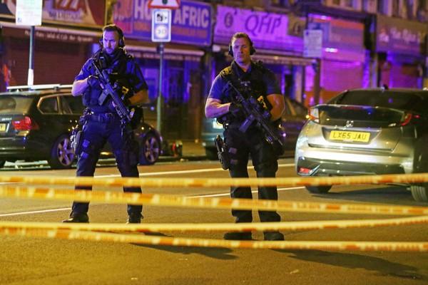 ▲▼英國北倫敦19日凌晨再度發生駕車撞人事件,清真寺負責人直指事件是恐攻。(圖/路透社)