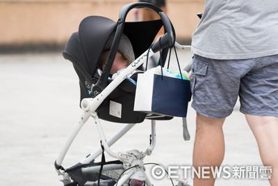 天熱推娃娃車溜小孩 寶寶承受溫度比大人高