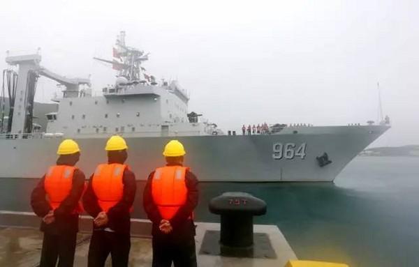 052D型導彈驅逐艦「長沙號」、054A導彈護衛艦「運城號」、綜合補給艦「駱馬湖號」組成的艦艇編隊,參與「海上聯合-2017」中俄海上聯合軍事演習。(圖/翻攝自當代海軍)