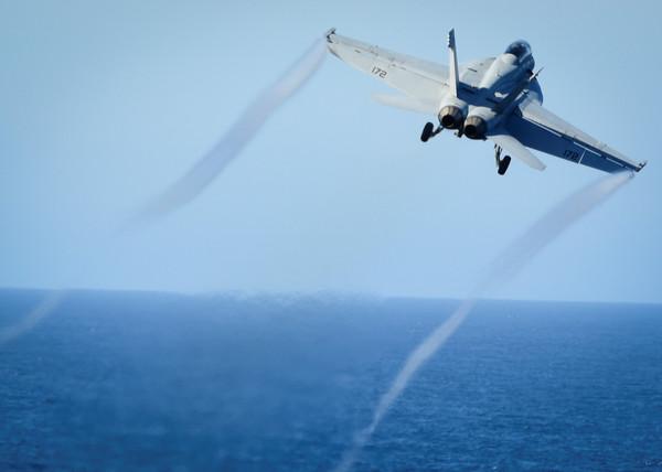 ▲▼美軍派出「F/A-18E超級大黃蜂戰機」擊落敘利亞政府軍1架蘇愷22戰機(Su-22)。(圖/路透社)