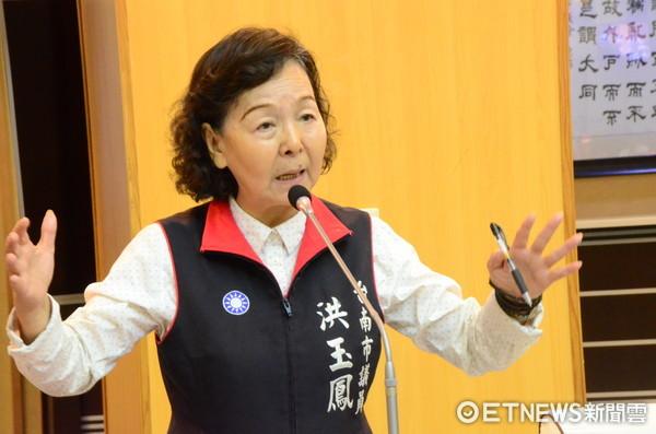 台南市議員洪玉鳳提醒稅務單位,不要成為特定人幫兇。(圖/記者林悅攝)
