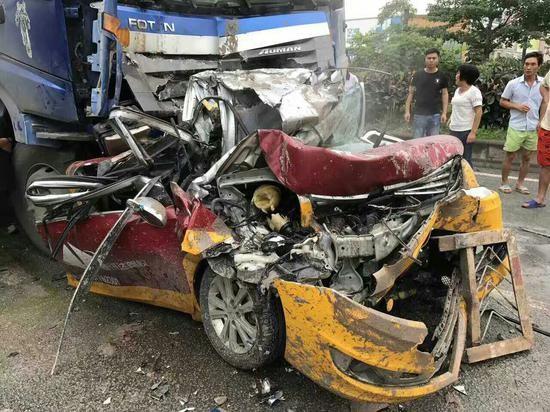 ▲▼廣東父子3人外出過父親節,遭貨車追撞全部罹難。(圖/翻攝自新浪新聞)