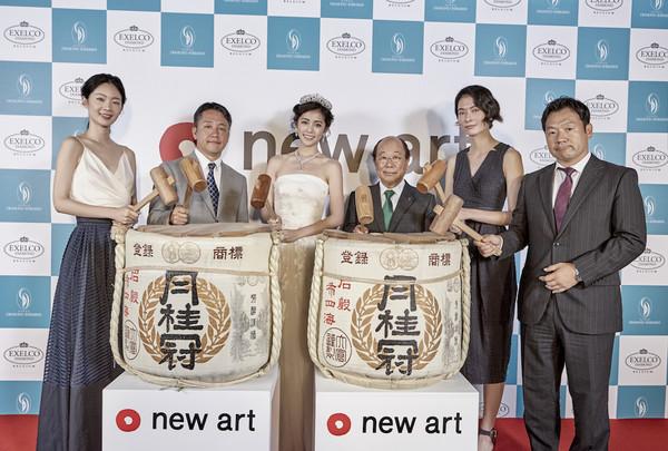 ▲任容萱為NEW ART集團旗艦店站台。(圖/品牌提供)