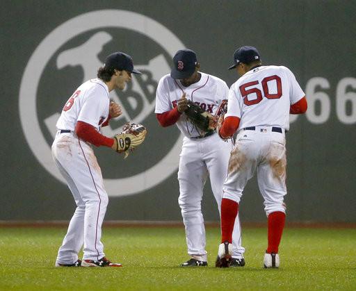 ▲紅襪外野手小布萊德利(Jackie Bradley Jr.)、貝茲(Mookie Betts)和班奈坦迪。(圖/達志影像/美聯社)