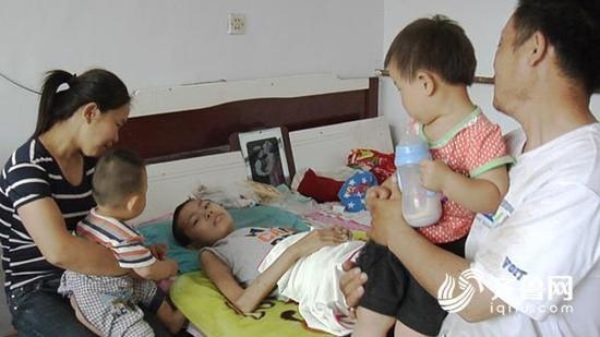 ▲為救白血病長子 媽媽連生2個弟妹「出生目的是救哥哥?」。(圖/記者蔡紹堅攝)