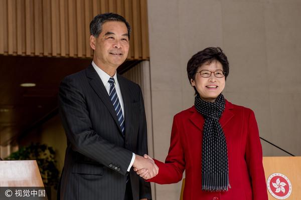 ▲▼ 現任行政長官梁振英(左)與候任行政長官林鄭月娥。(圖/CFP)