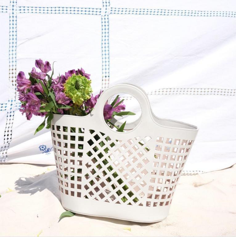 洗衣籃包。(圖/翻攝HEREU IG、twitter)