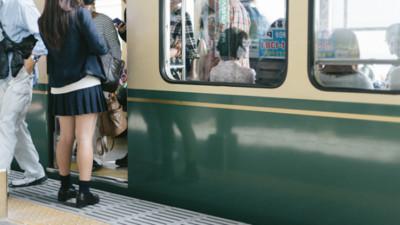 搭電車遇「迷你痴漢」摸大腿 日本網友閉眼配合反被讚爆