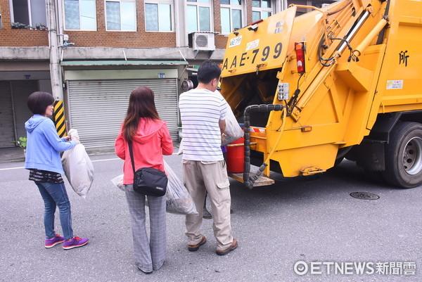 花蓮市立幼兒園小朋友化身小小播音員,錄製環保兒歌隨垃圾車播放。(圖/花蓮市公所提供)