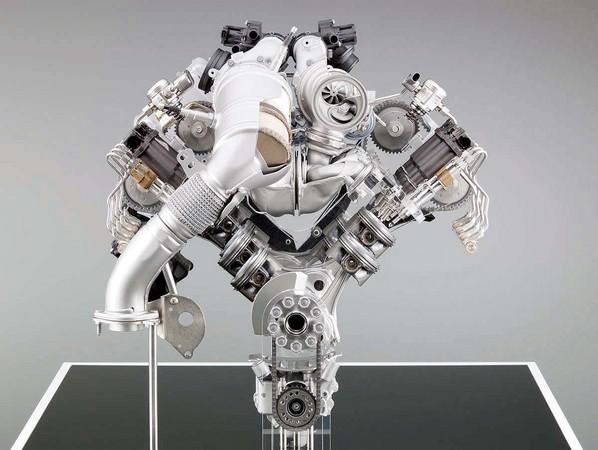 ▲▼    引擎排列型式◆V型引擎         。(圖/記者車訊網攝)