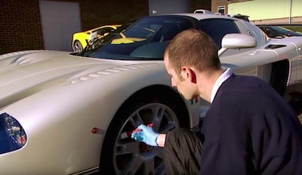 ▲預約最強洗車達人得花18萬、排半年 一堆人捧錢甘願等(圖/翻攝自YouTube)