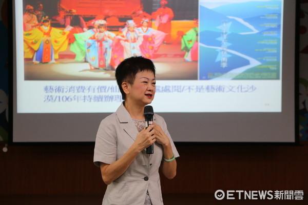 花蓮縣文化局長陳淑美在花蓮市公所三樓禮堂,舉行「文化創意產業價值與智慧財產權」為題的講座。(圖/花蓮市公所提供)
