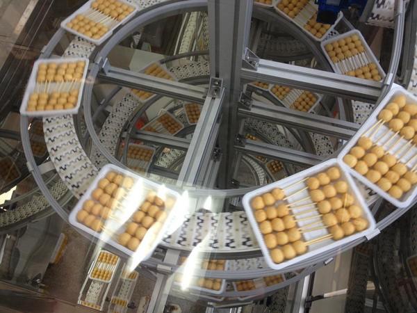 桂冠食品採機械化製作,但對於工序相當重視。(桂冠提供)