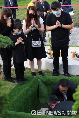 ▲▼豬哥亮入葬儀式。(圖/記者林世文攝)