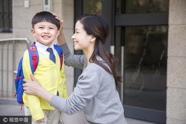 ▲聊是非用圖,媽媽,兒子,親子,母子,撒嬌。(圖/CFP)