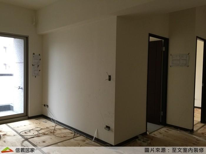 ▲原有客廳、書房的隔牆,讓空間顯得更加擁擠。(圖/信義居家提供)