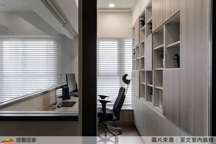 ▲原有客廳、書房的隔牆,讓空間顯得更加擁擠。