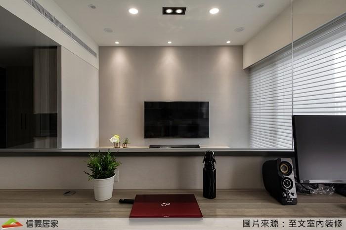 ▲從同樣視角看過去,清淨明亮的書房、客廳使人身心舒暢。