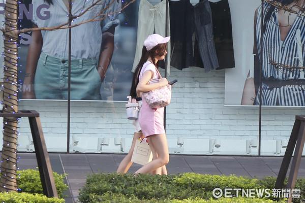 辣妹、夏天、熱褲、美女(圖/記者黃克翔攝)