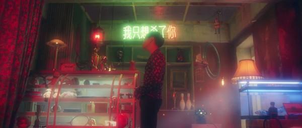 ▲龍俊亨MV《WONDER IF》出現中文字。(圖/翻攝自YouTube 1theK)