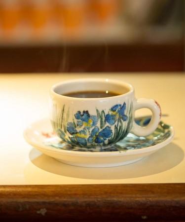混合5種豆子煮出的「招牌咖啡」,香醇不酸。(120元/杯)