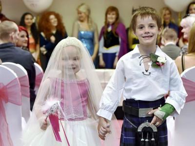 「我想娶她當公主!」 5歲罹癌妹妹的遺願 好友牽她走紅毯