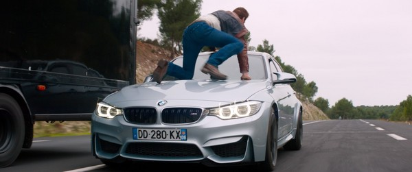 BMW拍胸脯力挺!量身打造寶馬大軍參與男星新片拍攝(圖/翻攝自Carscoops)