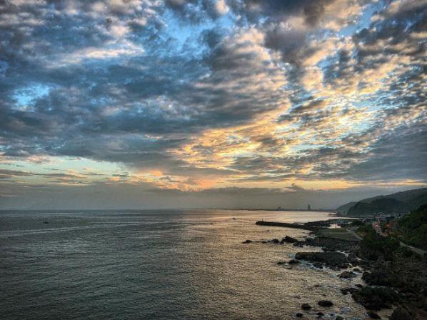 北關海潮公園的晚霞。(圖/IG@tommy0623提供)