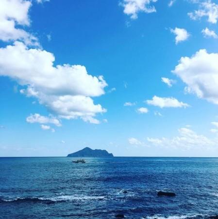 北關海潮公園遠眺龜山島。(圖/IG@ferryhsu提供)